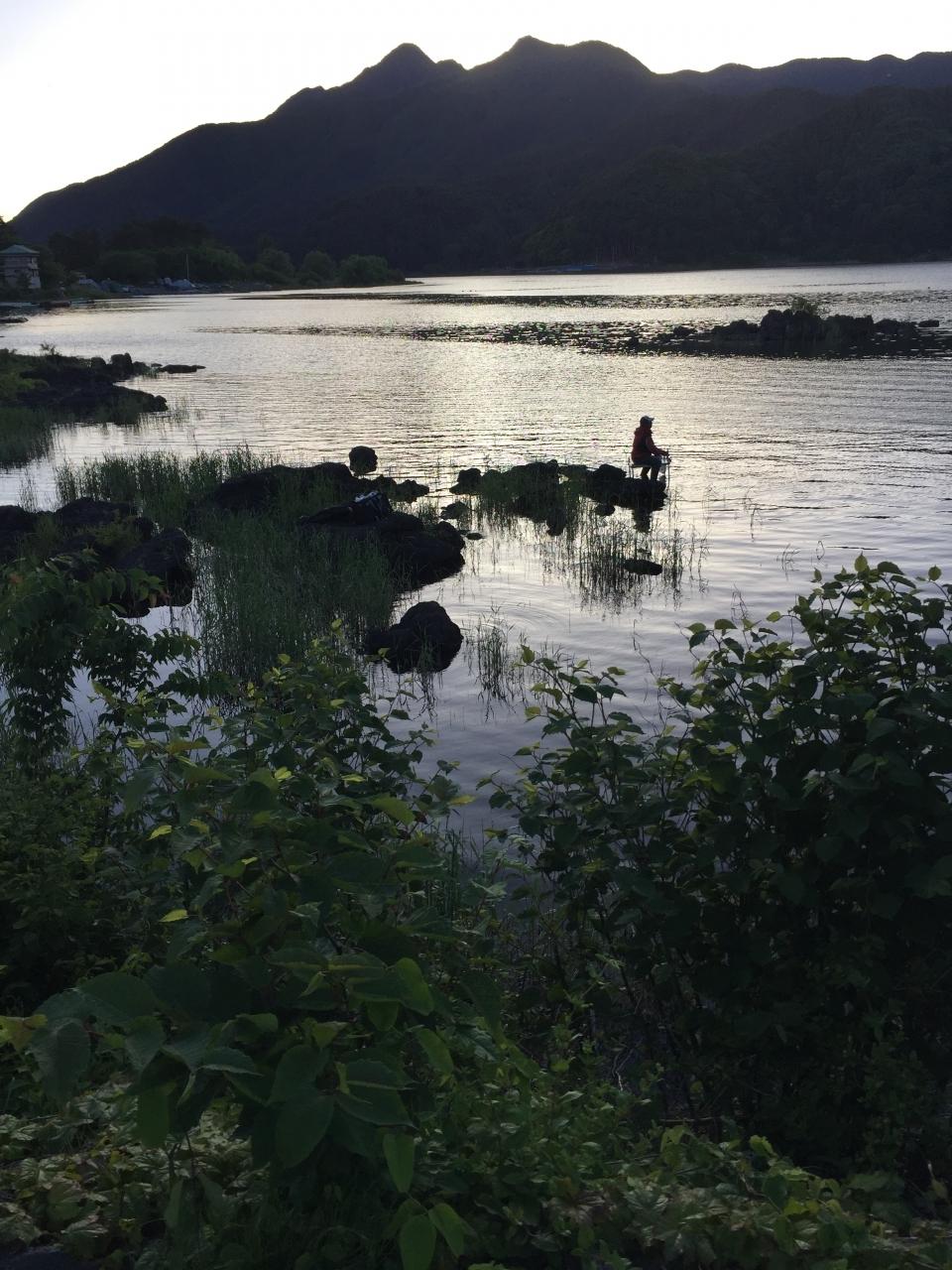 水辺におりて水遊び 釣りができます