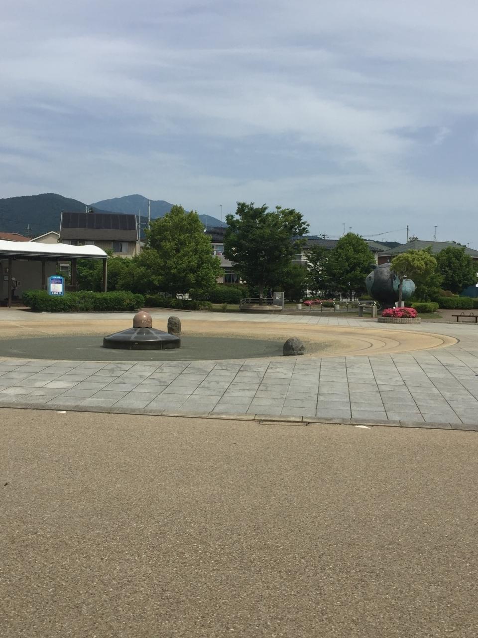 噴水広場があり水遊びもできます